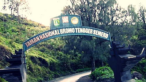 Gapura masuk Taman Wisata Bromo Tengger Semeru