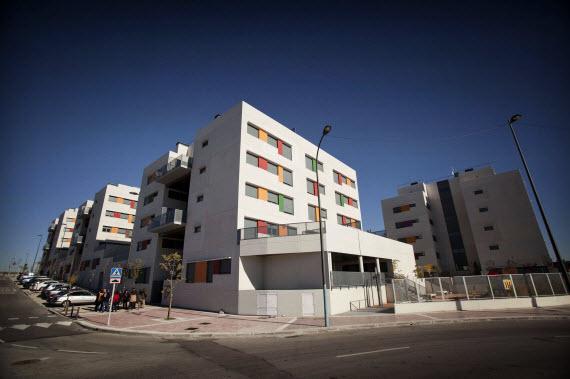 Convenio de la Comunidad con Bankia: pisos en alquiler por 125 euros al mes