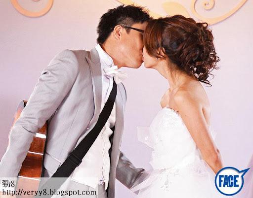 31歲 Fiona與 40歲鄭中基雖然假結婚,但結婚當晚都來個深情咀嘴。