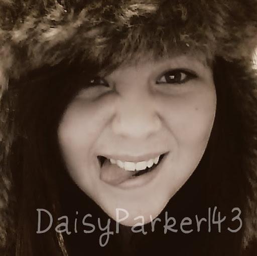 Daisy Parker Photo 20