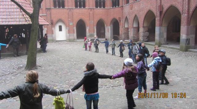 玩遊戲ing的波蘭小孩們