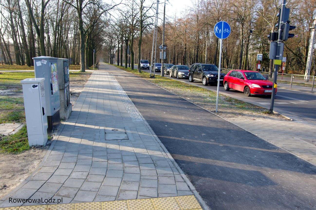Według znaków po południowej stronie ul. Konstantynowskiej zyskaliśmy ciąg pieszo-rowerowy