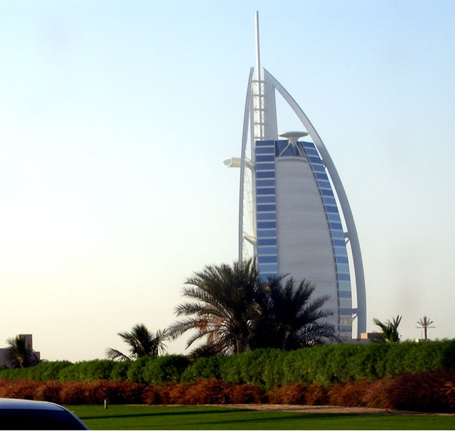 Thenextpicture burj al arab ship shaped hotel in dubai for Sail shaped hotel dubai
