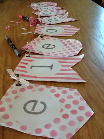 ancolies favorite scrap anniversaire banderole en toile melon mambo et gris souris el onore. Black Bedroom Furniture Sets. Home Design Ideas