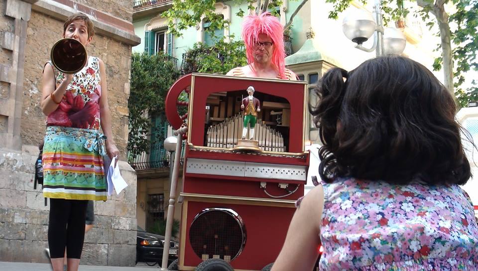 Con Eva Muñoz en pl. Virreina, Barcelona.