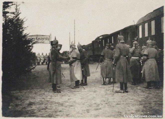 Баварські солдати на вокзалі Каменя-Каширського