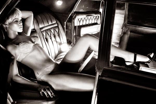 Rihanna en ropa interior para Armani