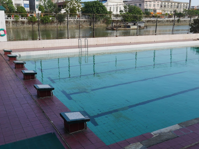 swimming pool south of Jiaoqiao New Road (滘桥新路) in Yangjiang