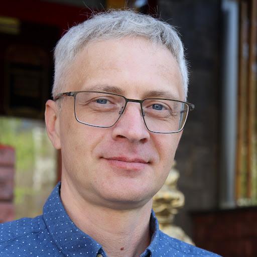 Олег Выползов
