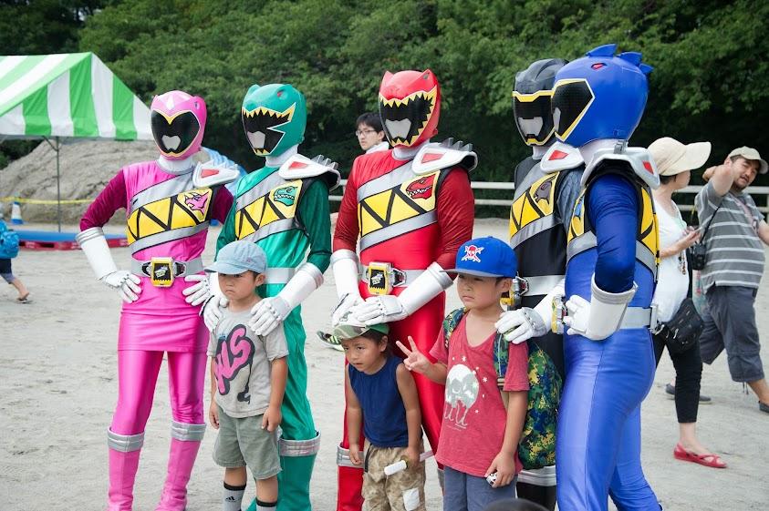 世田谷ふるさと夏祭りのキョウリュウジャーショーの画像