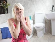 ام تخاف من دخول الحمام لوحدها