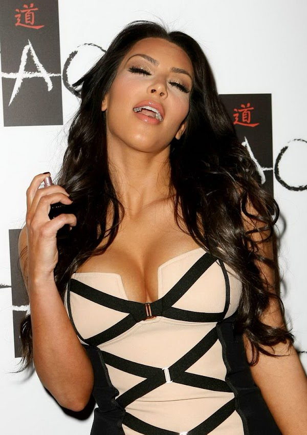 Kim Kardashian Big Cleavage(Best-4photos)4
