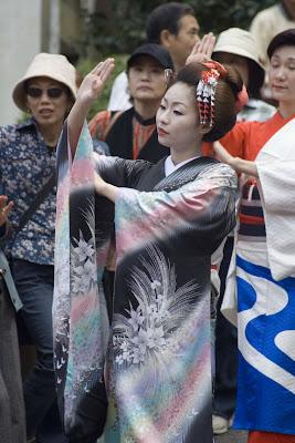 Geisha bailando, Hakone