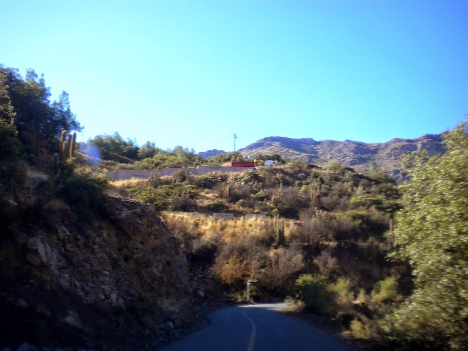 dirigindo na montanha
