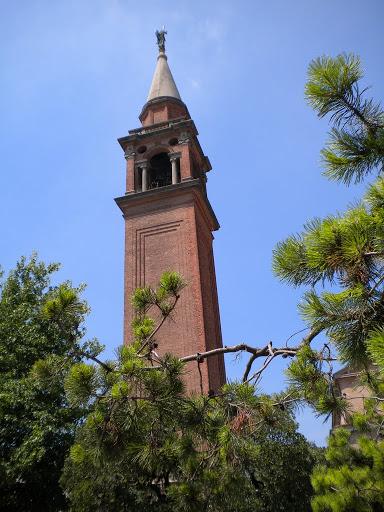 Il campanile che fu rifugio per molti sandonatesi durante il 1944-45