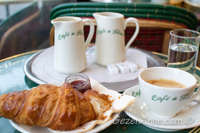 Cafe de Fleur'da kruvasanlı kahvaltı
