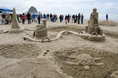 sand castle contest - cool arches