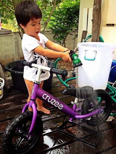 Trẻ tự lập hơn với xe tập thăng bằng Cruzee
