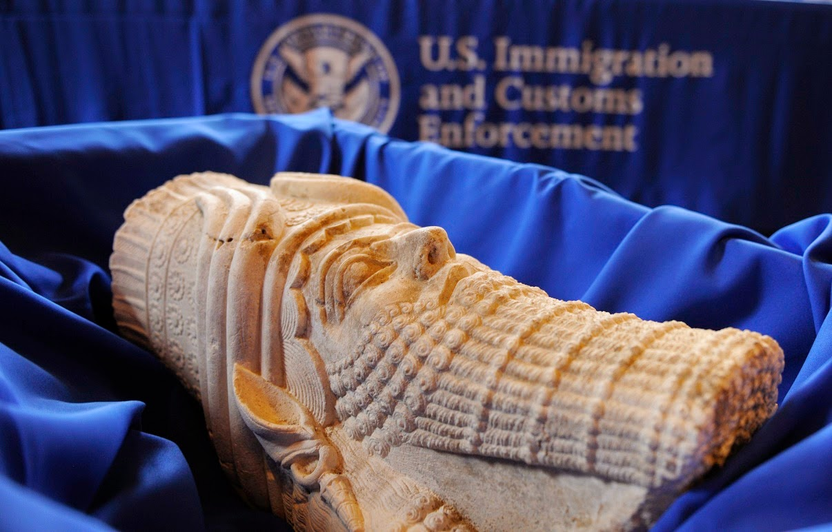 US returns scores of smuggled artifacts to Iraq