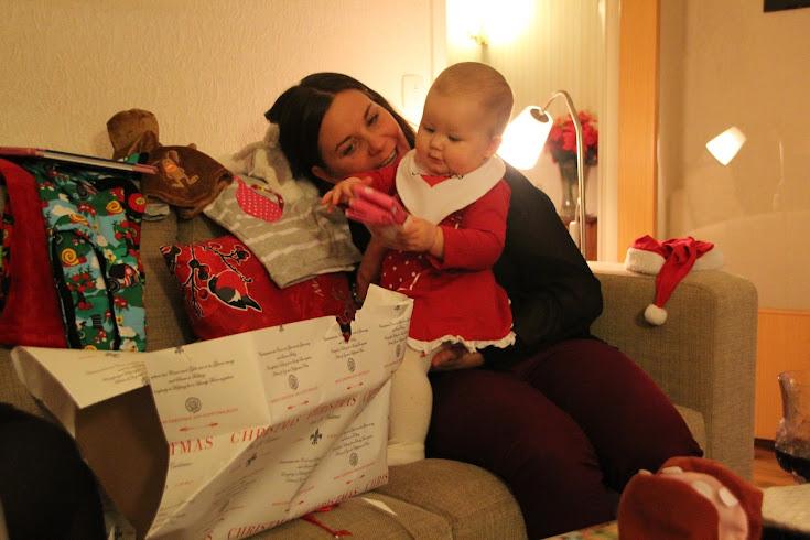 Nova fick massor med julklappar.