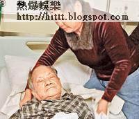 黃父行動不便,劉煥珍親力親為照顧。