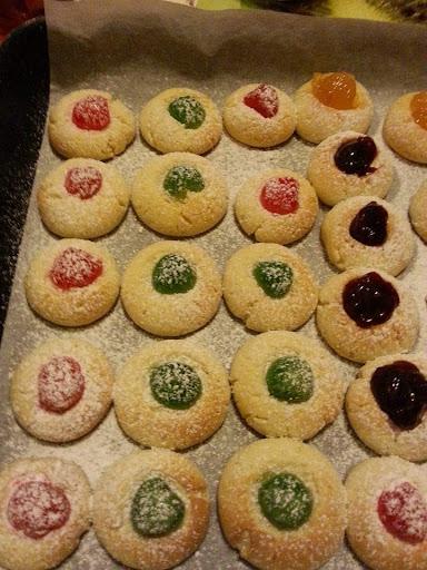 biscotti  facili e veloci colorati per bambini con marmellata philadelphia senza burro nutella ricetta blog cucina giallo zafferano a pummarola 'ncoppa