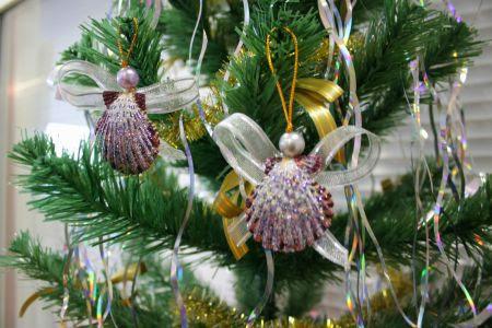 Рождественский ангел из морской ракушки
