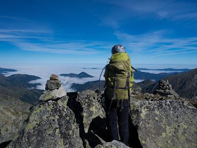 Des del Pic del Cap de l'Estany contemplem un mar de boires sobre l'Arieja