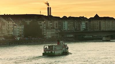 Basel: Abendstimmung am Rhein