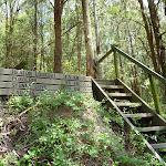 Steps and sign at Heaton Gap (358862)