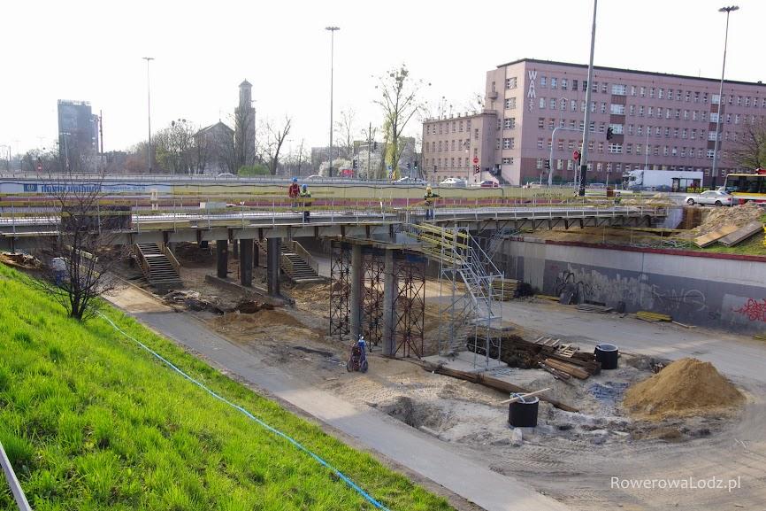 Pod kładką znajdować się będzie przystanek tramwajowy.