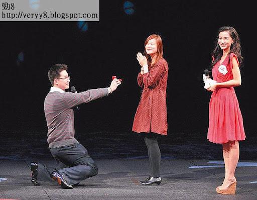 男觀眾台上向女友求婚, Baby充當見證人。