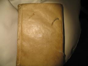 Tapa de pergamino muy bien conservado.