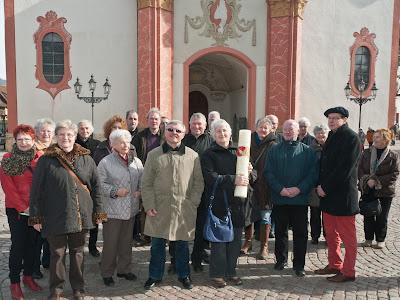 Gruppenbild vor dem Fridolinsmünster