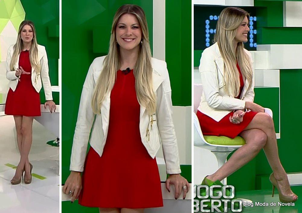 moda do programa Jogo Aberto - look da Renata Fan de vestidinho vermelho e blazer branco dia 21 de julho