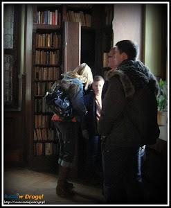 zamek czocha - ukryte przejście w bibliotece