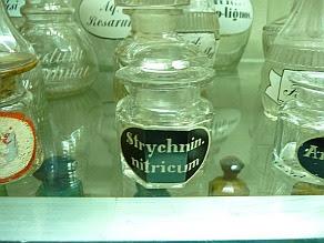 Aptekarski pojemnik na Strychninum nitricum