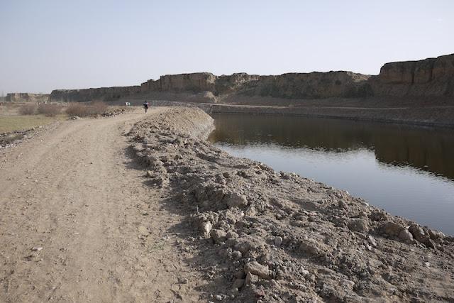 dirt road at Shuidonggou in Ningxia