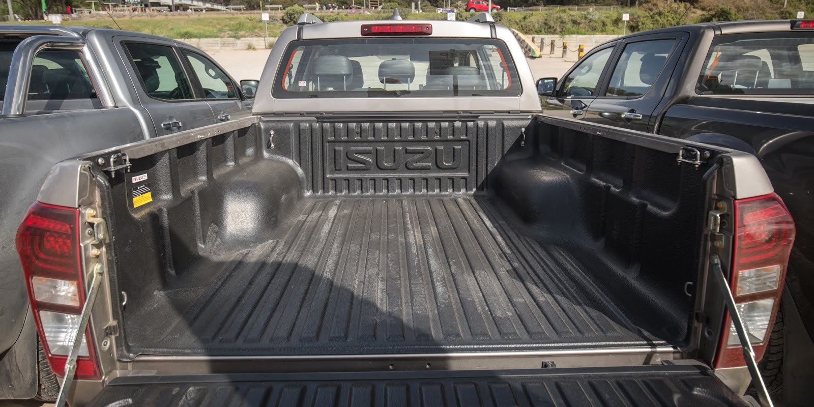 Thùng xe được làm bằng vật liệu bền bỉ và chống xước