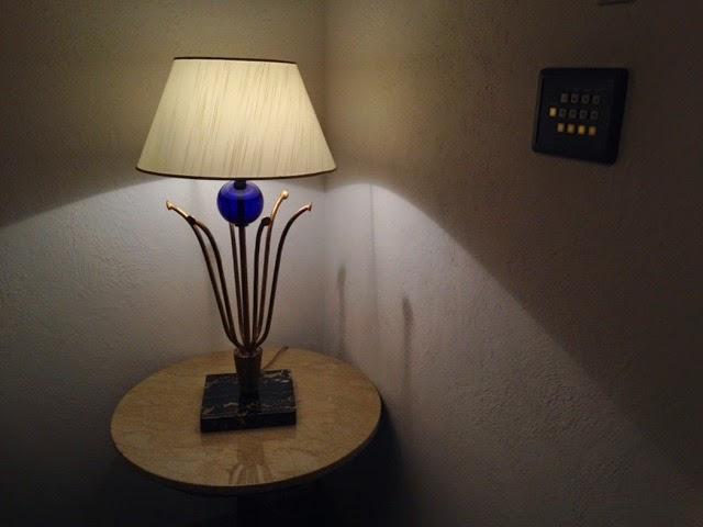 ソファ横の照明