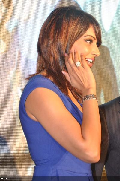 Bipasha flashes a million-dollar smile during the launch of Dino Morea's fitness brand in Mumbai. (Pic: Viral Bhayani)