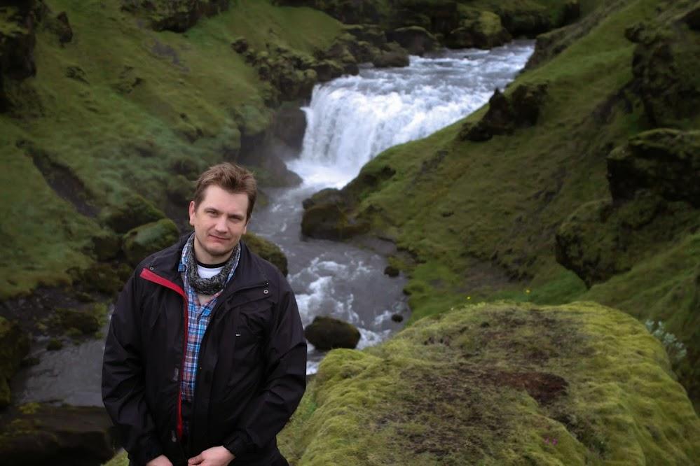 Við einn hinna mörgu fossa á Fimmvörðuhálsleiðinni, 20. júlí 2013