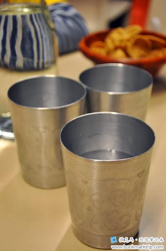 泰炘泰式料理裝水的錫盅器
