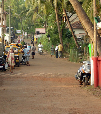 road-agonda-beach-south-goa-india