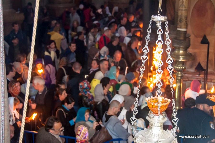 Чудо схождения Благодатного огня в Храме Гроба Господня.