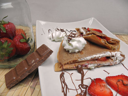 czekoladowe naleśniki z truskawkami