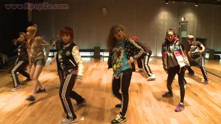 มาดูสาว ๆ 2NE1 ซ้อมเต้นในเพลง 'I Am The Best'