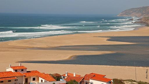 O canal da aberta na Lagoa de Óbidos está novamente fechado (foto Luís Dias)