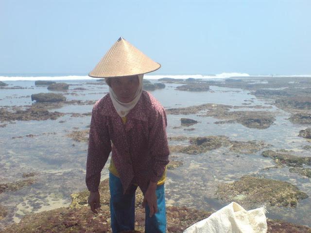 Pantai Watu Lawang : Barbara Niken Sumilah