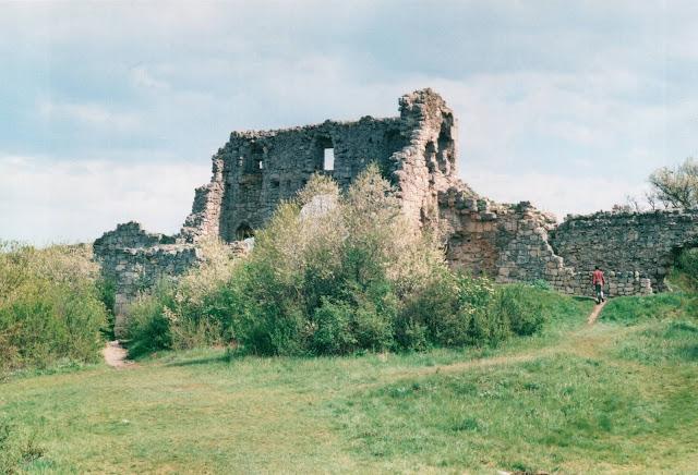 Мангуп. Остатки крепостной стены.